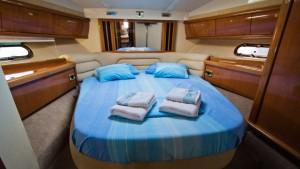 Sealine 42 cabin