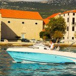beneteau-750-flyer-sundeck-rentaboat-split-11