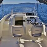quicksilver-675-activ-sundeck-rentaboat-split-4
